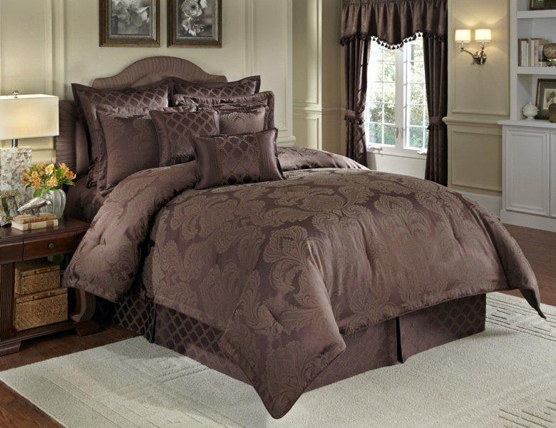 Nouvelle 4 Pc Queen Comforter Set Chocolate