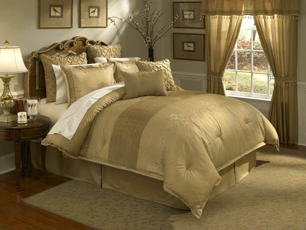 Lantana 4 PC Queen Comforter Set Gold