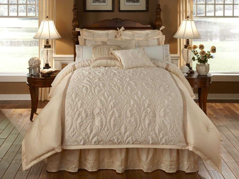Spumante 4 PC Queen Comforter Set Cream