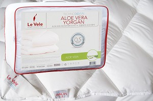 Aloe Vera Quilt, Twin Size Down Alternative Comforter
